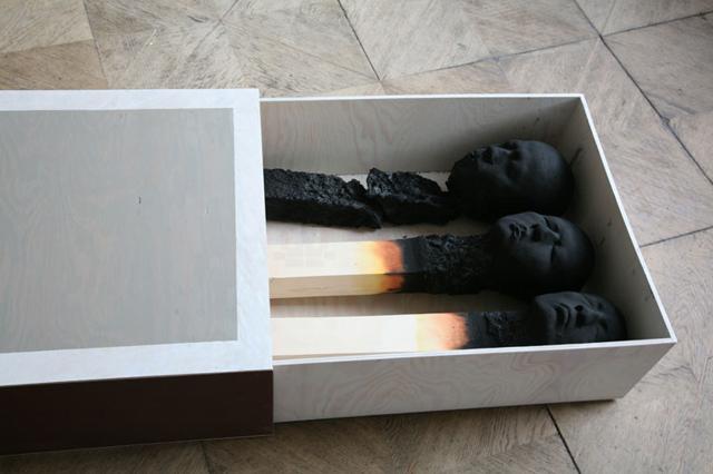 งานศิลปะ ไม้ขีดไฟยักษ์