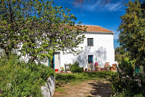 rustic-cottage-retreat-in-the-mountains-of-malaga-01