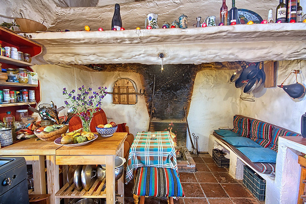 rustic-cottage-retreat-in-the-mountains-of-malaga-02
