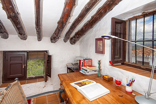 rustic-cottage-retreat-in-the-mountains-of-malaga-04