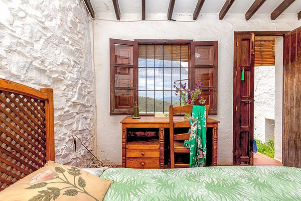 rustic-cottage-retreat-in-the-mountains-of-malaga-10