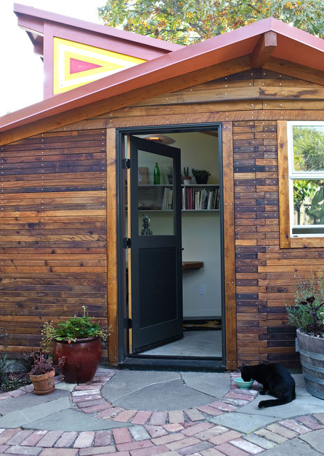 small-wooden-house-02