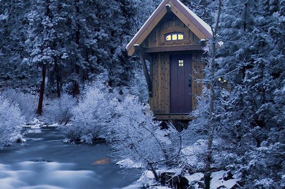 บ้านไม้ชั้นเดียวหลังเล็ก