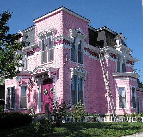 บ้านสีชมพู (Pink House)