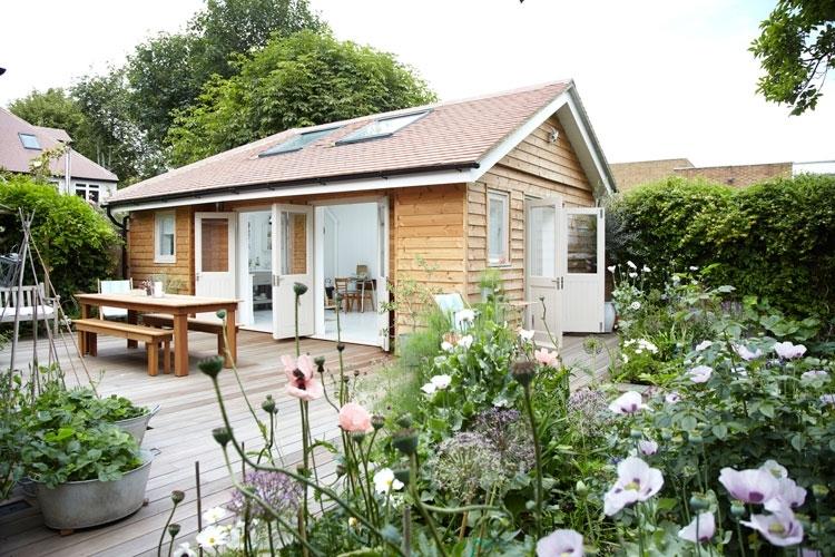 บ้านพักเล็กๆ บนระเบียงไม้