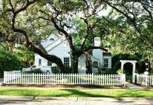 แบบบ้านสไตล์คลาสสิค ร่มรื่น มีต้นไม้ใหญ่หน้าบ้าน