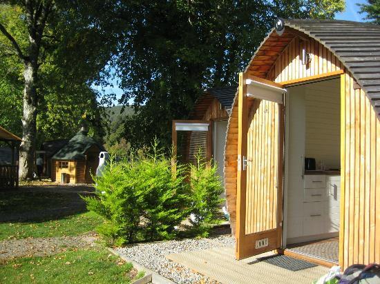 บ้านไม้หลังเล็ก ทรงสามเหลี่ยมโค้ง