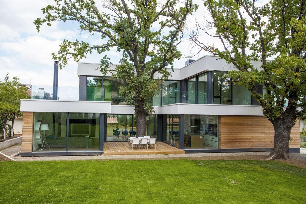 แบบบ้านสไตล์โมเดิร์น ทันสมัย มีต้นไม้หน้าบ้าน