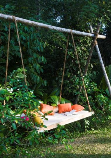 ชิงช้า นั่งเล่น ในสวน