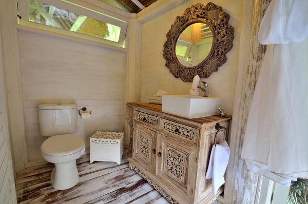 ห้องน้ำ บ้านกระท่อมไม้