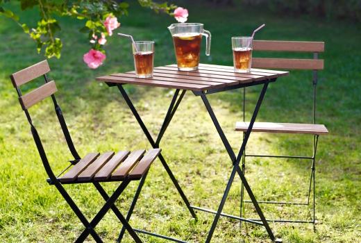 โต๊ะ เก้าอี้ในสวน