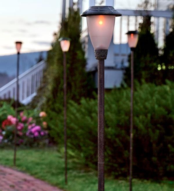 โคมไฟในสวน