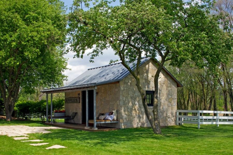 แบบบ้านหลังเล็ก ด้านนอกผนังหิน ภายในผนังไม้