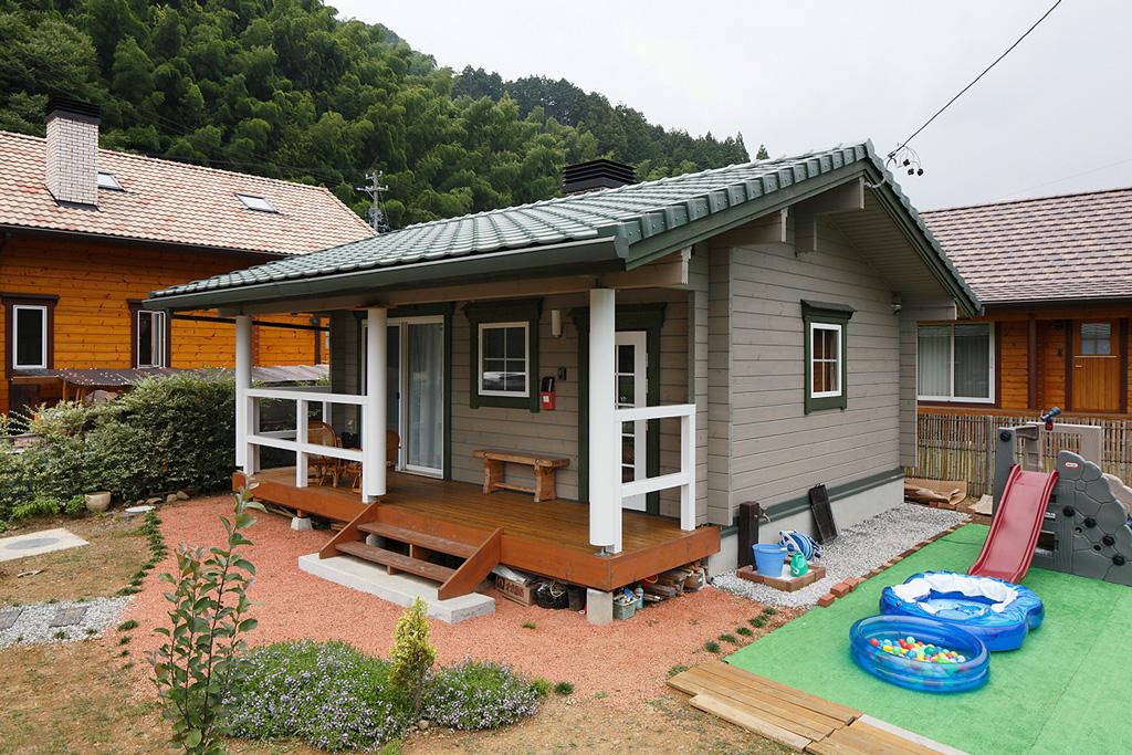 แบบบ้านยกพื้น หลังเล็ก มีพื้นที่จัดสวน ปลูกผักหน้าบ้าน