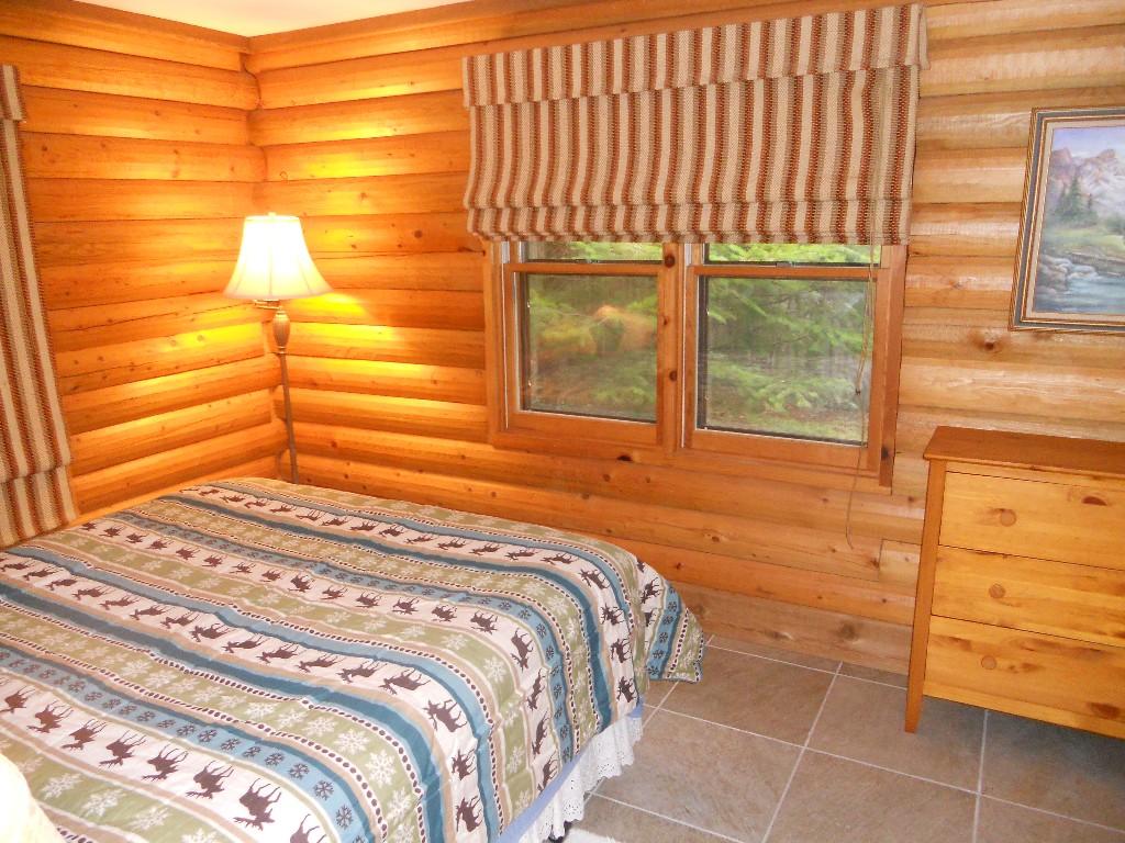 แบบบ้านไม้หลังเล็ก สไตล์คอทเทจ กลางป่า
