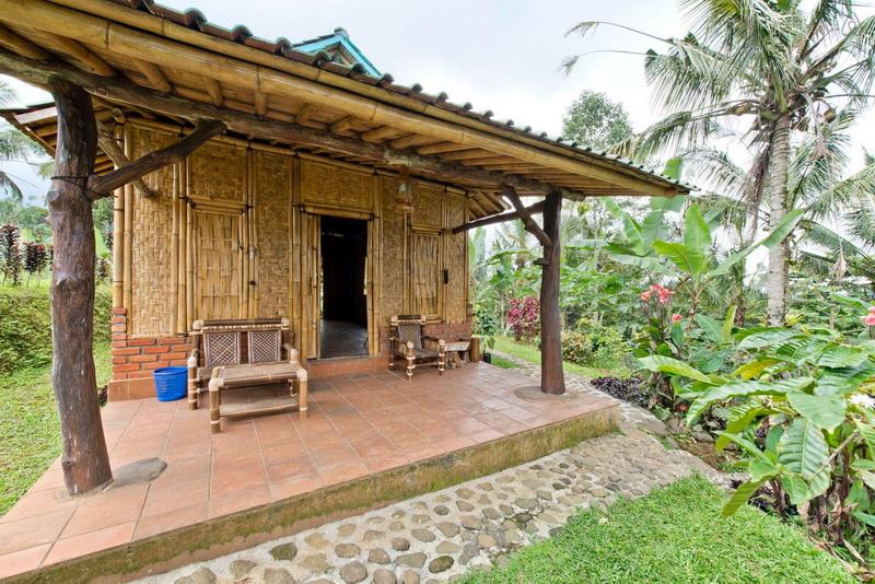 แบบบ้านสไตล์คอทเทจ ฝาผนังไม้ไผ่สาน จากบาหลี
