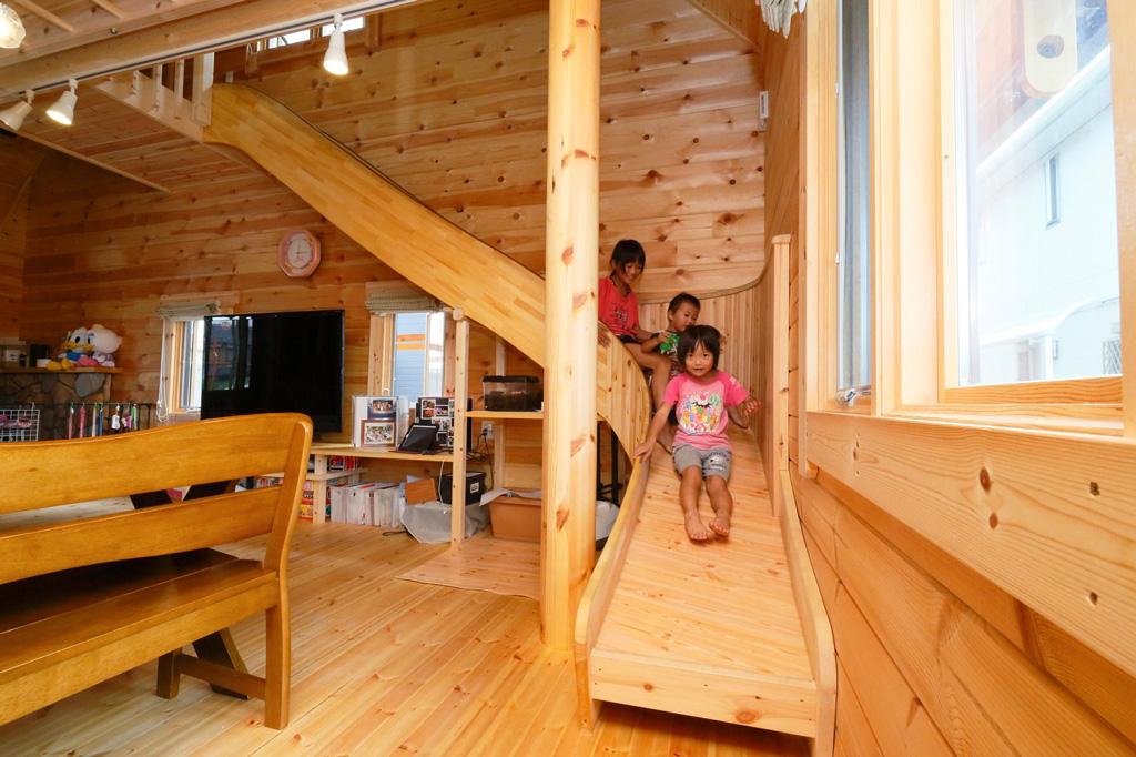 แบบบ้านไม้ 2 ชั้น สำหรับครอบครัวที่มีลูกเยอะๆ