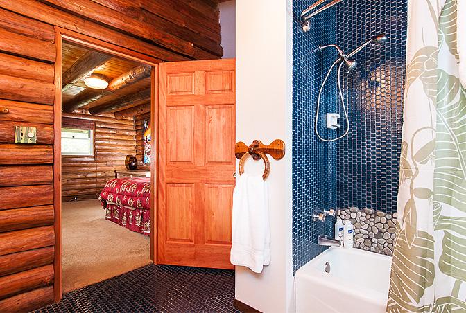 แบบบ้านไม้ สไตล์คอทเทจ มีห้องนอนใต้หลังคา