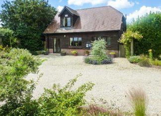 แบบบ้านสองชั้น สไตล์คอทเทจ มีสวนอังกฤษหน้าบ้าน