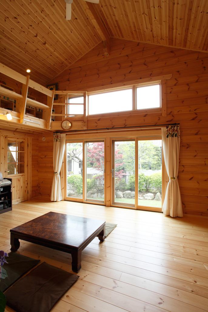 แบบบ้านไม้ชั้นครึ่ง ประยุกต์ร่วมสมัย ประตูหน้าต่างติดกระจกใส