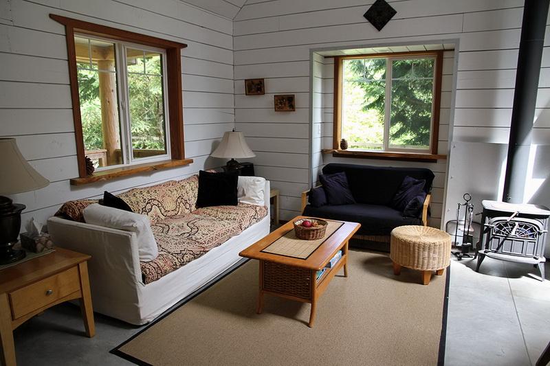ห้องนั่งเล่นบ้านไม้สไตล์คอทเทจ