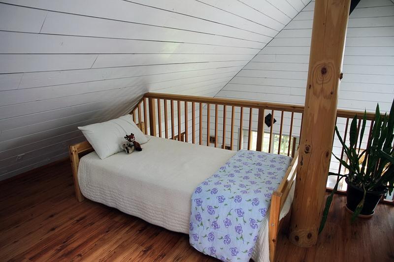 ห้องนอนใต้หลังคา บ้านไม้สไตล์คอทเทจ