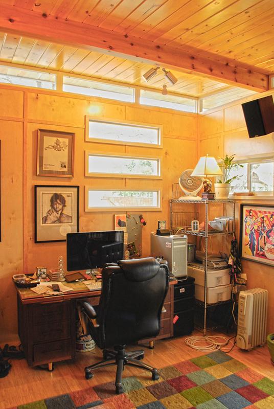 โมเดิร์นสตูดิโอ หลังเล็กๆ เป็นได้ทั้งห้องทำงานและนั่งเล่น
