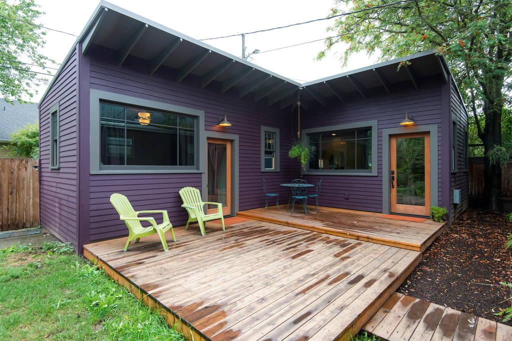 แบบบ้านโมเดิร์น ทรงตัวแอล (L) มีชานไม้หน้าบ้าน
