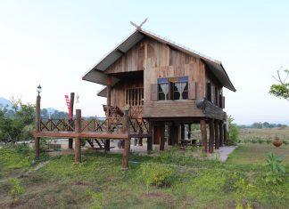 บ้านไม้ยกพื้นสูง สไตล์เรือนไทยภาคเหนือ มีระเบียงชมวิว