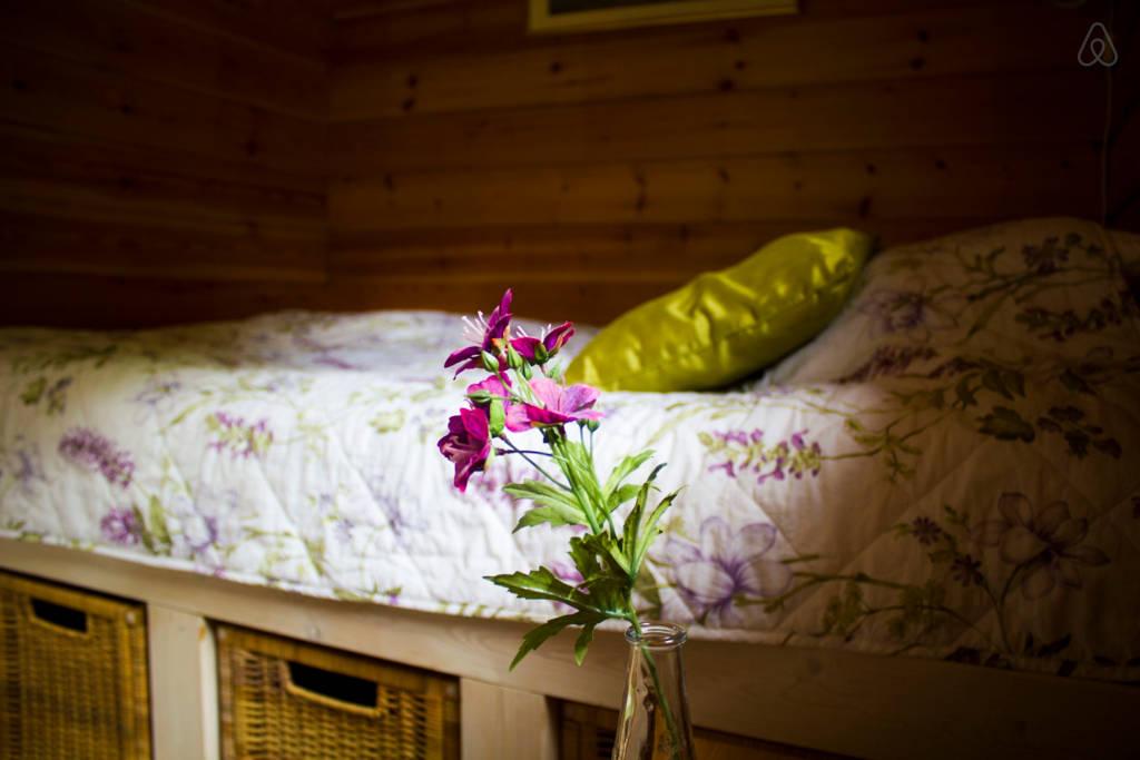 บ้านไม้หลังเล็ก บรรยากาศเรียบง่าย มีความเงียบสงบสูง