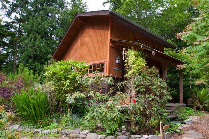 บ้านหลังเล็ก ซ่อนตัวอยู่ในสวนธรรมชาติ สงบร่มรื่น