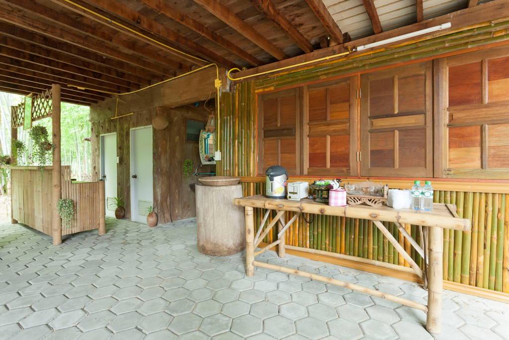 บ้านไม้ยกพื้นไทยภาคเหนือ ในบรรยากาศสวนไผ่