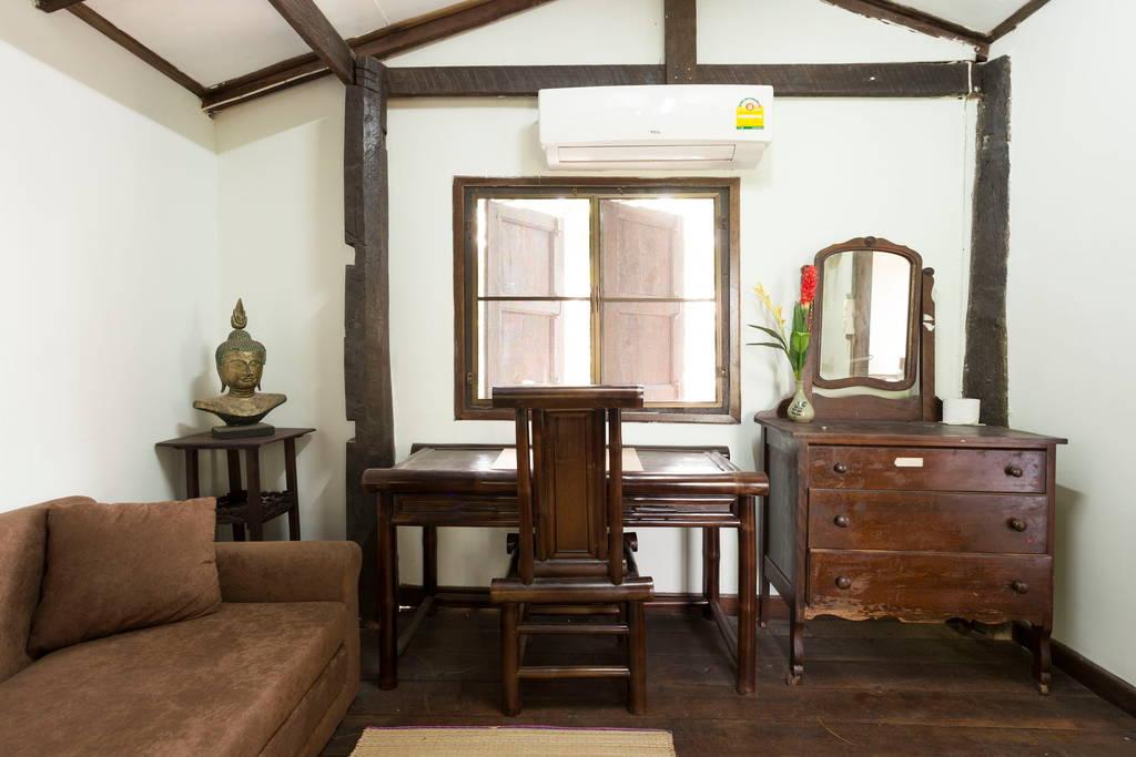 บ้านสองชั้น กึ่งปูนกึ่งไม้ บรรยกาศอบอุ่นแบบบ้านไทยต่างจังหวัด