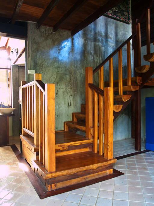 แบบบ้าน 2 ชั้น กึ่งไม้ กึ่งปูนเปลือย เท่ๆ สไตล์ไทยผสมผสานสไตล์ลอฟท์