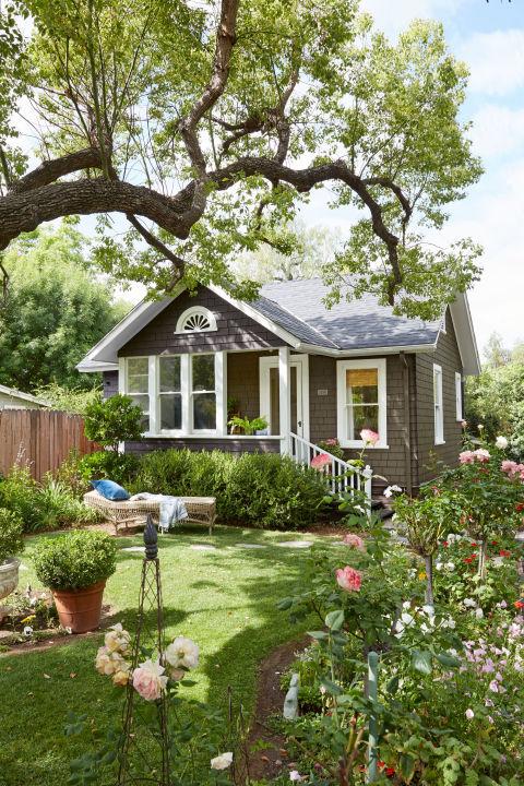 บ้านขนาดเล็ก กับไอเดียจัดสรรพื้นที่แคบๆ ที่จำกัด และการจัดสวนดอกไม้