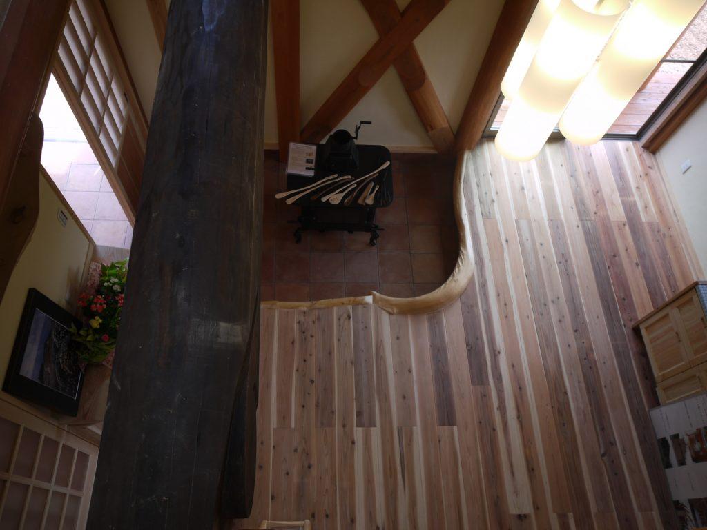 บ้านไม้เท่ๆ 2 ชั้น สไตล์ญี่ปุ่น สวยงามด้วยเสาไม้คานไม้ท่อนใหญ่