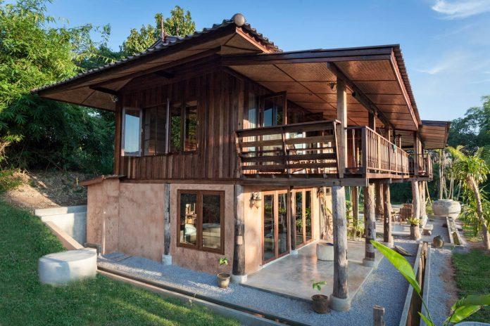 บ้านครึ่งไม้ครึ่งปูน ยกพื้นสูง สไตล์ล้านนา