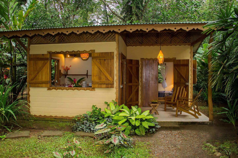 แบบบ้านหลังเล็ก ตั้งอยู่ในสวน ใช้งบประมาณเริ่มต้น 1.5 แสนบาท