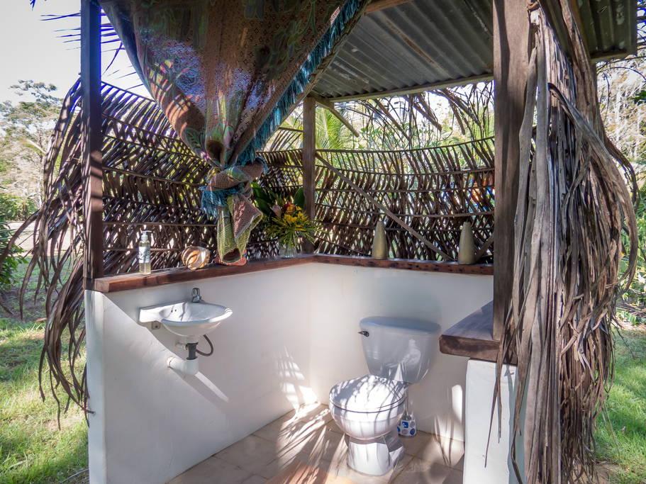 แบบกระท่อมไม้ ที่พักตากอากาศ มีห้องน้ำกลางแจ้งบรรยากาศสุดฟิน
