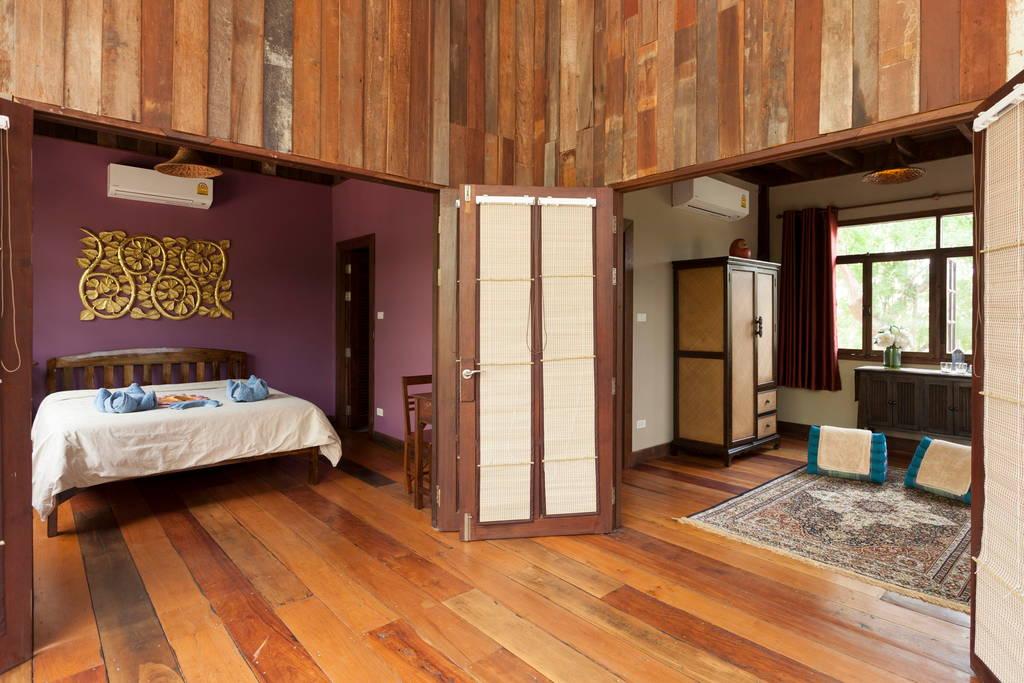 แบบบ้านปูนกึ่งไม้ 3 ชั้น ผสมผสานสไตล์โมเดิร์นและเรือนไทยล้านนา