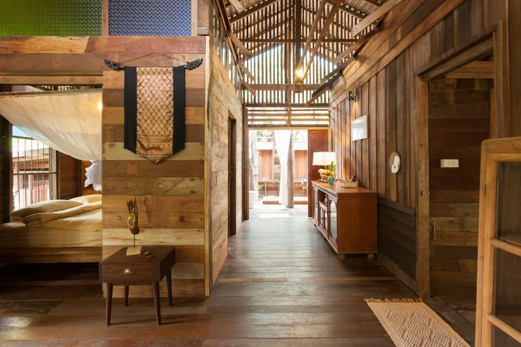 บ้านไม้งดงาม ในบรรยากาศที่เงียบสงบ ตกแต่งแบบเรือนไทยโบราณ