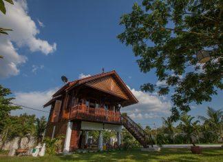 แบบบ้านไม้ประยุกต์ ยกพื้นสูง ตกแต่งสวยงามมีศิลปะ จากมาเลเซีย