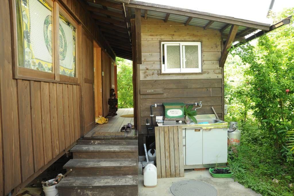 บ้านไม้ยกพื้น อบอุ่น เรียบง่าย กลมกลืนกับธรรมชาติและวิถีชีวิต