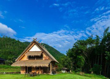 บ้านไม้ชั้นครึ่งสไตล์ญี่ปุ่น ประยุกต์ร่วมสมัย ในพื้นที่ชนบทล้อมรอบด้วยภูเขาและนาข้าว