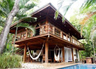 บ้านไม้ยกพื้น ตกแต่งสไตล์บาหลีผสมผสานงานฝีมือจากแอฟริกา มีสระว่ายน้ำข้างบ้าน