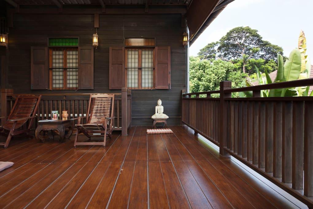 บ้านไม้ทรงไทยล้านนา เรือนไม้วิถีชีวิตแบบโบราณประยุกต์ร่วมสมัย