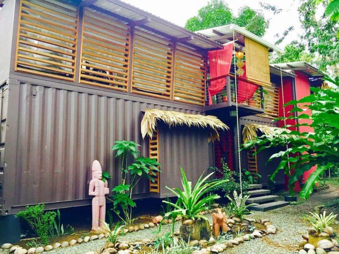 บ้าน ECO ผสมผสานการออกแบบที่ทันสมัยด้วยคอนกรีต เหล็ก ไม้และตู้คอนเทนเนอร์