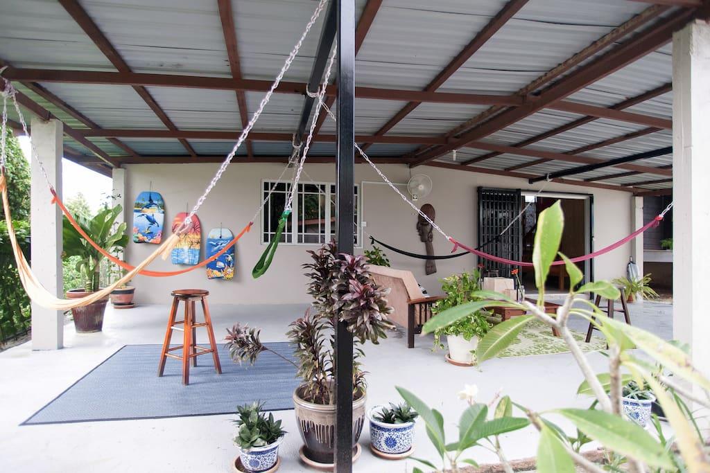 บ้านไม้ยกพื้นเก่าโบราณ ต่อเติมใหม่ เพิ่มพื้นที่นั่งเล่น Outdoor
