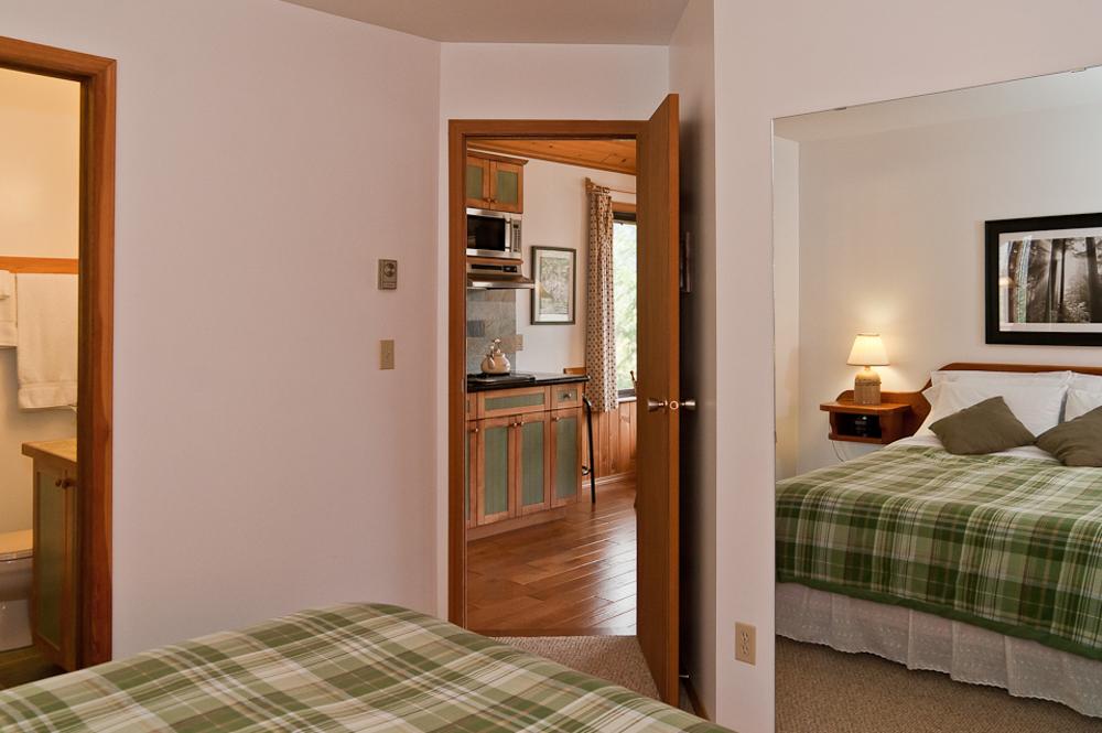 บ้านไม้หลังเล็ก บรรยากาศโรแมนติก สำหรับคู่รักฮันนีมูน ตกแต่งแบบสไตล์คอทเทจกระท่อมไม้เมืองหนาว