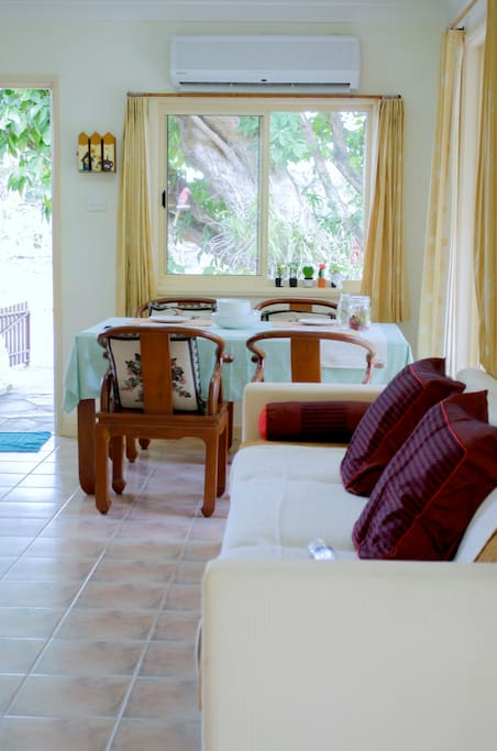 บ้านและสวน บรรยากาศอบอุ่นแบบไทย ๆ มีซุ้มระแนงไม้ม่านบาหลีบังแดด